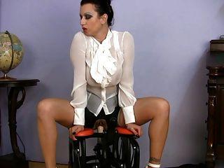 busty衣服milf性教師騎馬機