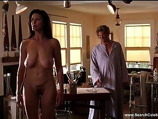 mimi羅傑斯裸體在地板上的門