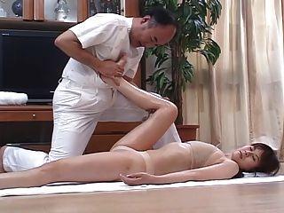 角質日本妻子按摩,然後在家裡4厘米
