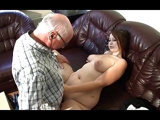 德國爺爺做年輕女孩飢渴