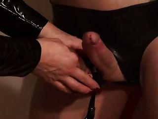 德國女主人silvia訓練她sissy傭人