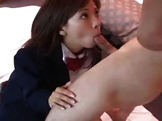 性感的日本女孩misaki吸公雞dm720