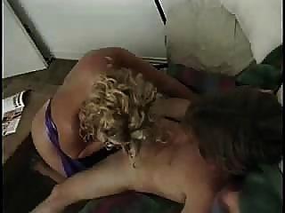 華麗成熟的金發女郎得到一個熱他媽的肛門從她的troia的狗屎需要硬公雞在屁股都