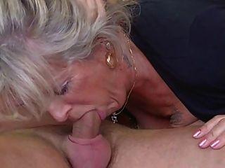 金發老奶奶由螺柱骨頭