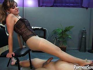 熱strapon和腳下支配由情婦missy