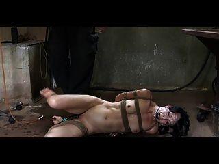 bdsm奴隸elise墳墓pervert灌腸處罰和室外