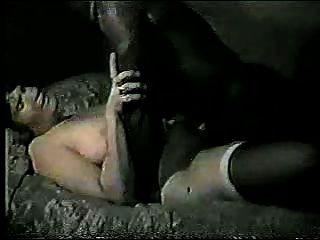 hubby在黑人他媽的他的妻子後得到潦草的秒