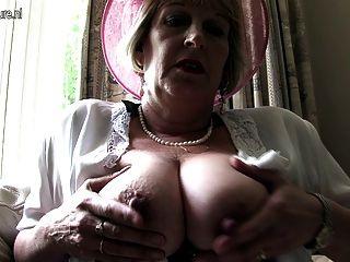 優雅的母親從倫敦去淘氣
