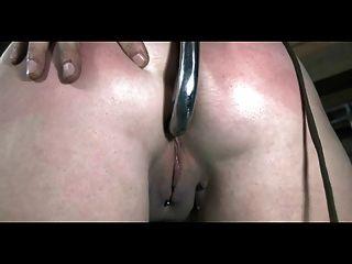 bdsm奴隸sasha鏈鞭打和肛門鉤