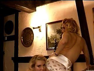 葡萄酒腰帶和女用貼身內衣褲戀人在尼龍