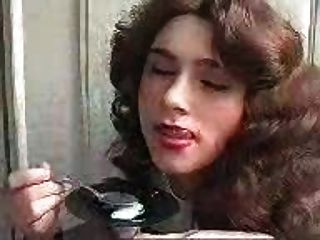 女孩吃暨用勺子!驚人的dudenwk