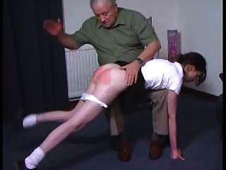 性感的女孩得到一個otk打屁股