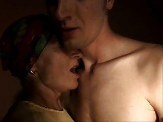 sliim成熟的女人和男孩性肛門