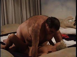 肥胖老人與年輕妓女