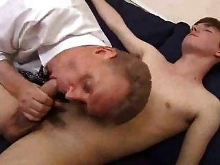 適合老爸玩他的男孩twink和得到性交深