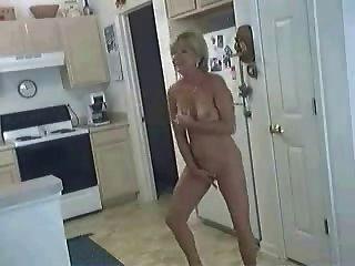 母狗在廚房裡