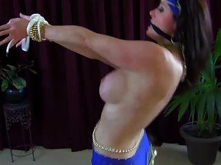 性感豐滿的肚皮舞者