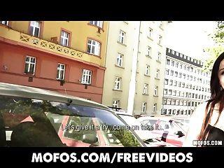 公共皮卡性感年輕捷克紅發被支付剝離