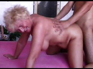 性感的媽媽n102金發碧眼的bbw成熟和一個年輕人