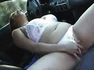 豐滿的bbw女孩克萊爾cums在她的車
