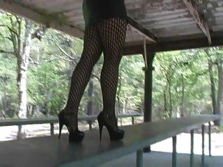熱金髮美女吸煙&吸魚和高跟鞋