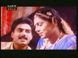 印度熱寶貝他媽的在第一夜視頻