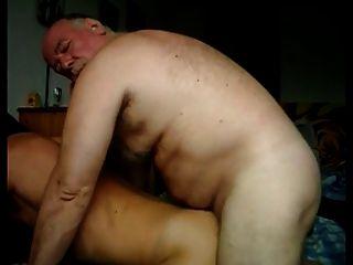 年長的同性戀他媽的一個漂亮的年輕屁股