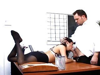 辦公室性與一個豐滿的秘書性感的襪子