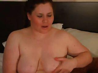 我的角質胖的女朋友玩她剃的貓