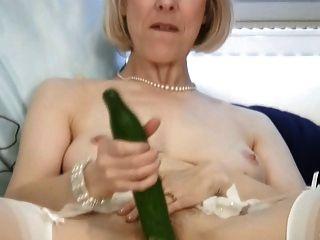 成熟的家庭主婦他媽的黃瓜