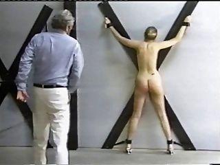 鞭打在十字架