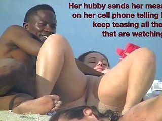 裸露的妻子貝蒂吮吸黑色的公雞裸體海灘