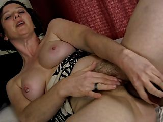 變態毛茸茸的milf和她的假陽具(手淫)