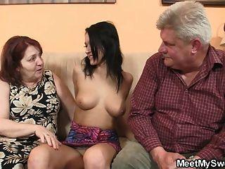 討厭的女孩他媽的與她的bf老父母