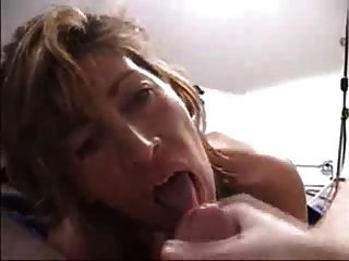 巨大的負擔在她的嘴