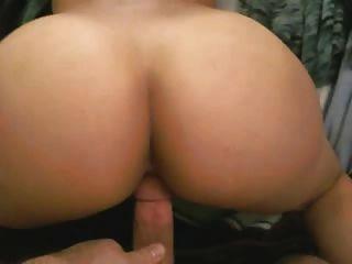 顯示她的屁股,然後從後面被他媽的