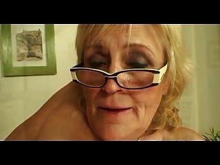 。gy的奶奶在眼鏡和絲襪他媽的更多