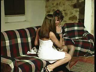 加布里埃拉。傭人是他們的女主人的慾望的受害者。