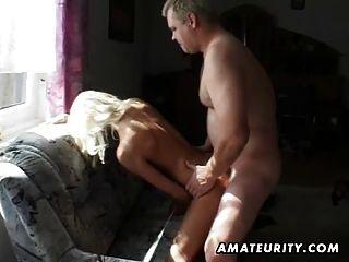 業餘青少年女朋友吮和他媽的cumshot