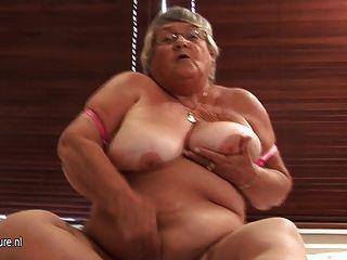老業餘奶奶自慰在凸輪上