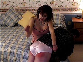 內褲變態被打屁股去通過她的內褲