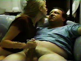 在沙發上與他的女朋友的性別
