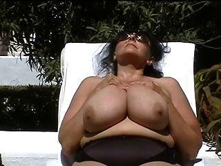 德國bbw奶奶與戶外巨大的胸部