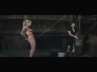 奴隸dia zerva女同性戀室外bdsm灌腸和屈辱