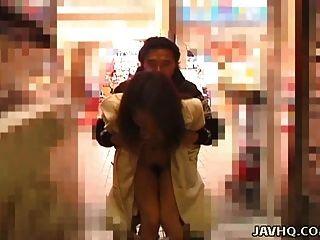 熱的日本青少年展覽和得到性交室外