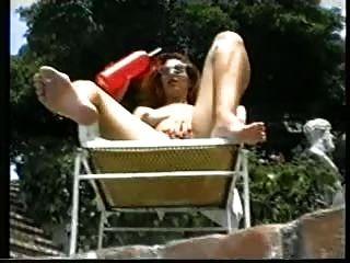 一個夏日。(經典女同性戀場景)