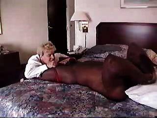 她將在9個月內提供超過客房服務
