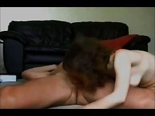 業餘妻子上了自製的性膠帶