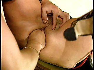 bea dumas支付她的屁股打開!