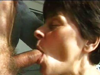 性感的媽媽65黑髮成熟和一個老人